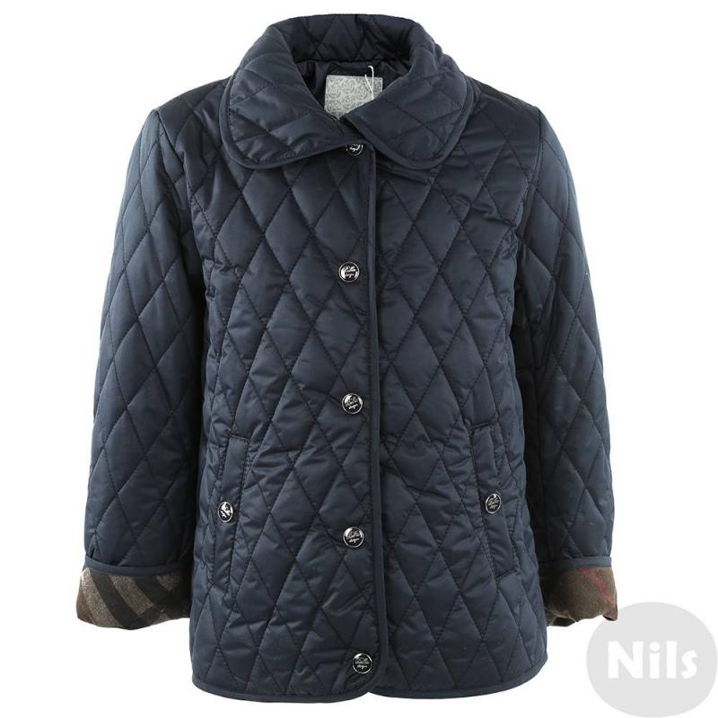 КурткаТемно-синяя демисезонная куртка марки PULKA для девочек. Стеганая куртка классического кроя сшита из непродуваемого материала и дополнена трикотажной подкладкой, застегивается на кнопки. Есть отложной воротничок и два кармана. Отвороты манжет отделаны тканью в клеточку.<br><br>Размер: 3 года<br>Цвет: Темносиний<br>Рост: 98<br>Пол: Для девочки<br>Артикул: 611327<br>Страна производитель: Китай<br>Сезон: Всесезонный<br>Состав: 100% Полиэстер<br>Состав подкладки: 65% Полиэстер, 35% Хлопок<br>Бренд: Италия<br>Вид застежки: Кнопки<br>Наполнитель: 100% Полиэстер
