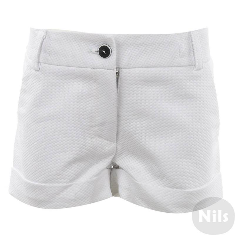 ШортыШорты белого цвета марки LiaLux для девочек. Летние шорты с отворотами выполнены из фактурного материала на основе хлопка. Есть два кармана спереди и два декоративных задних кармана. Шорты застегиваются на молнию и пуговицу. Регулируемый пояс на резинке обеспечивает идеальную посадку на талии.<br><br>Размер: 10 лет<br>Цвет: Белый<br>Рост: 140<br>Пол: Для девочки<br>Артикул: 612103<br>Бренд: Россия<br>Страна производитель: Россия<br>Сезон: Весна/Лето<br>Состав: 85% Хлопок, 15% Полиэстер