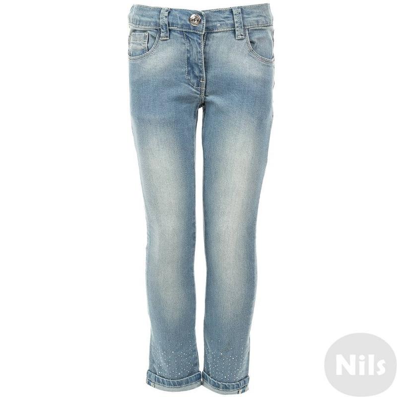 ДжинсыГолубые джинсы марки SARABANDA для девочек. Джинсы с пятью карманами выполнены из денима с эффектом потертости, застегиваются на молнию и брючную застежку-крючок. Низ штанин с отворотами украшен стразами. Пояс регулируется специальными пуговицами на внутренней стороне.<br><br>Размер: 3 года<br>Цвет: Голубой<br>Рост: 98<br>Пол: Для девочки<br>Артикул: 611886<br>Бренд: Италия<br>Страна производитель: Китай<br>Сезон: Весна/Лето<br>Состав: 97% Хлопок, 3% Эластан