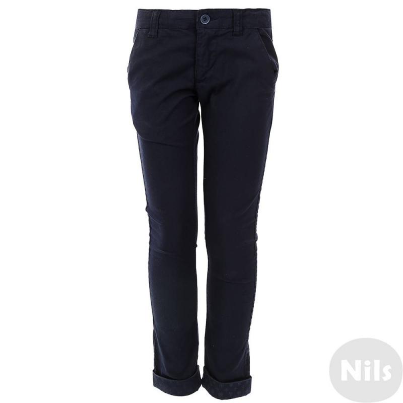 БрюкиТемно-синие брюки марки SARABANDA для мальчиков. Брюки зауженного кроя выполнены из плотного хлопка, застегиваются на молнию и пуговицу. На штанинах отвороты с неярким принтом. Есть два кармана спереди и два задних кармана. Пояс регулируется специальными пуговицами на внутренней стороне.<br><br>Размер: 5 лет<br>Цвет: Темносиний<br>Рост: 110<br>Пол: Для мальчика<br>Артикул: 611874<br>Бренд: Италия<br>Страна производитель: Тунис<br>Сезон: Весна/Лето<br>Состав: 97% Хлопок, 3% Эластан
