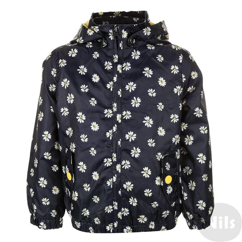 ВетровкаВетровка для девочки темно-синего цвета марки Blue Seven. Куртка со съемным капюшоном и двумя карманами, манжеты и низ на резинке. Верх изготовлен из плащевой ткани, украшенной принтом в ромашку. Подкладка трикотажная.<br><br>Размер: 4 года<br>Цвет: Темносиний<br>Рост: 104<br>Пол: Для девочки<br>Артикул: 613086<br>Страна производитель: Бангладеш<br>Сезон: Весна/Лето<br>Состав: 100% Полиэстер<br>Состав подкладки: 100% Хлопок<br>Бренд: Германия<br>Вид застежки: Молния