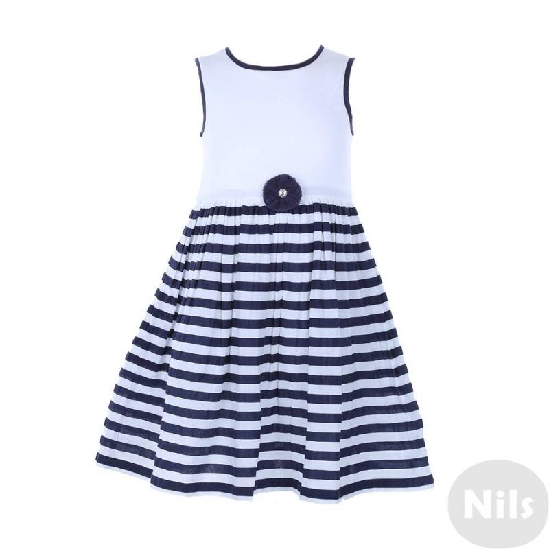 ПлатьеПлатье бело-синего цвета марки Blue Seven для девочек. Летнее платье без рукавов выполнено из тонкого хлопка и продублировано хлопковой подкладкой. Лиф окантован темно-синей тесьмой, юбка в полоску. Пояс украшен объемным цветком из ткани. Платье застегивается на пуговицы на спинке.<br><br>Размер: 3 года<br>Цвет: Темносиний<br>Рост: 98<br>Пол: Для девочки<br>Артикул: 613092<br>Страна производитель: Индия<br>Сезон: Весна/Лето<br>Состав: 100% Хлопок<br>Состав подкладки: 100% Хлопок<br>Бренд: Германия<br>Вид застежки: Пуговицы
