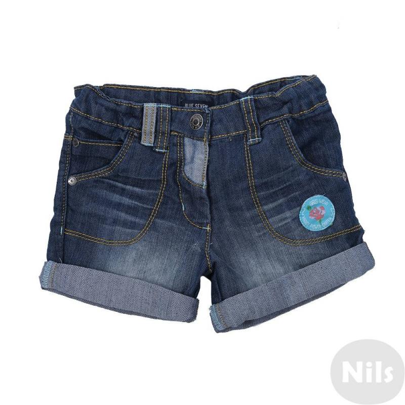 ШортыСиние джинсовые шорты марки Blue Seven для девочек. Летние шорты с пятью карманами выполнены из денима с эффектом потертости, застегиваются на молнию и брючную застежку-крючок. Пояс на резинке регулируется специальными пуговицами на внутренней стороне. Шорты украшены голубой нашивкой с розой.<br><br>Размер: 2 года<br>Цвет: Синий<br>Рост: 92<br>Пол: Для девочки<br>Артикул: 612744<br>Страна производитель: Бангладеш<br>Сезон: Весна/Лето<br>Состав: 70% Хлопок, 30% Полиэстер<br>Бренд: Германия