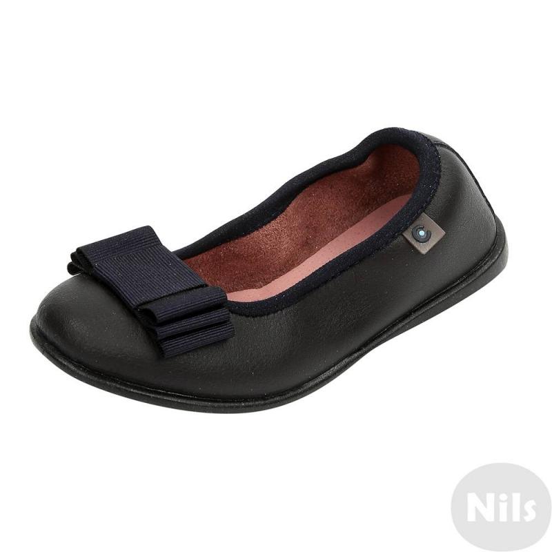 БалеткиТемно-синиебалетки марки Conguitos для девочек. Балетки из натуральной кожи с покрытием, стелька кожаная. Верх присобран, что помогает обуви лучше держаться на ножке. Подошва прочная, нескользящая. Балетки украшены бантом из репсовой ленты.<br><br>Размер: 25<br>Цвет: Темносиний<br>Пол: Для девочки<br>Артикул: 614430<br>Бренд: Испания<br>Страна производитель: Испания<br>Сезон: Весна/Лето<br>Материал верха: Натуральная кожа<br>Материал подкладки: Текстиль<br>Материал стельки: Натуральная кожа<br>Материал подошвы: ТПР (термопластичная резина)<br>Ортопедическая: Нет