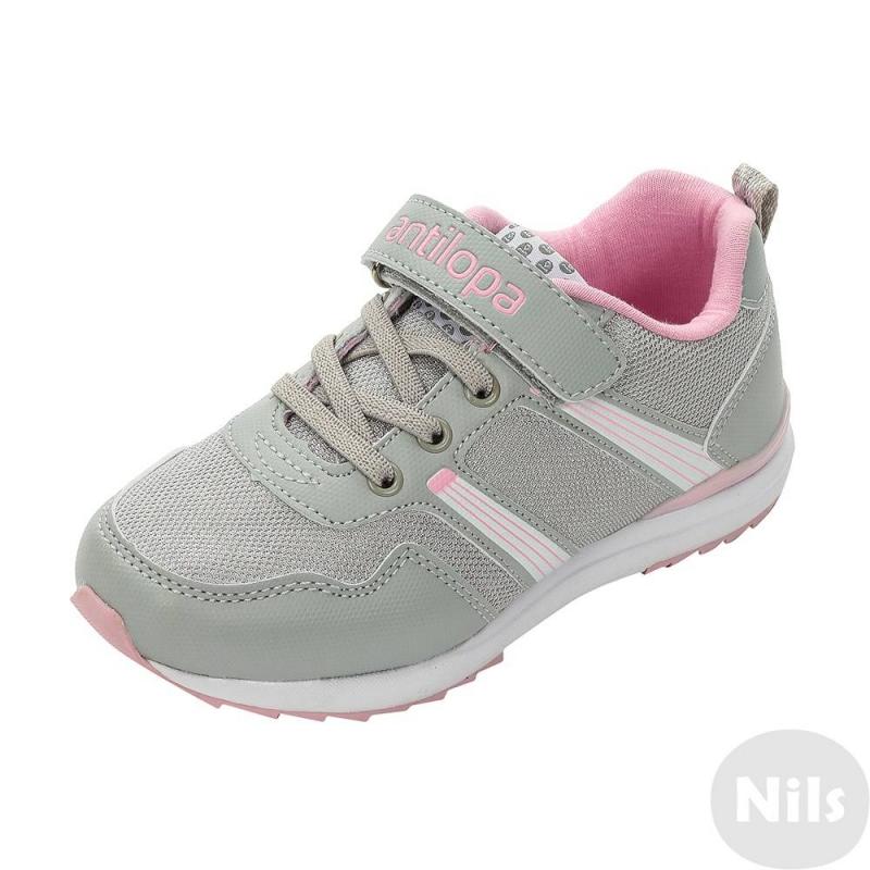 КроссовкиСеро-розовые кроссовки марки Antilopa для девочек. Верх кроссовок выполнен из дышащей mesh-сетки, а также качественной искусственной кожи. Подкладка и стелька сшиты из мягкого хлопка. Эластичная шнуровка и регулируемая застежка-липучка обеспечивают отличное прилегание к ноге. Очень легкая подошва из материала ЭВА обладает прекраснымиамортизирующими свойствами. Для прочности подошва дополнена вставками из термопластика.<br><br>Размер: 35<br>Цвет: Серый<br>Пол: Для девочки<br>Артикул: 614763<br>Страна производитель: Китай<br>Сезон: Всесезонный<br>Материал верха: Текстиль / Иск. кожа<br>Материал подкладки: Текстиль<br>Материал стельки: Текстиль<br>Материал подошвы: ЭВА (каучук) / ТЭП (термопластик)<br>Бренд: Россия