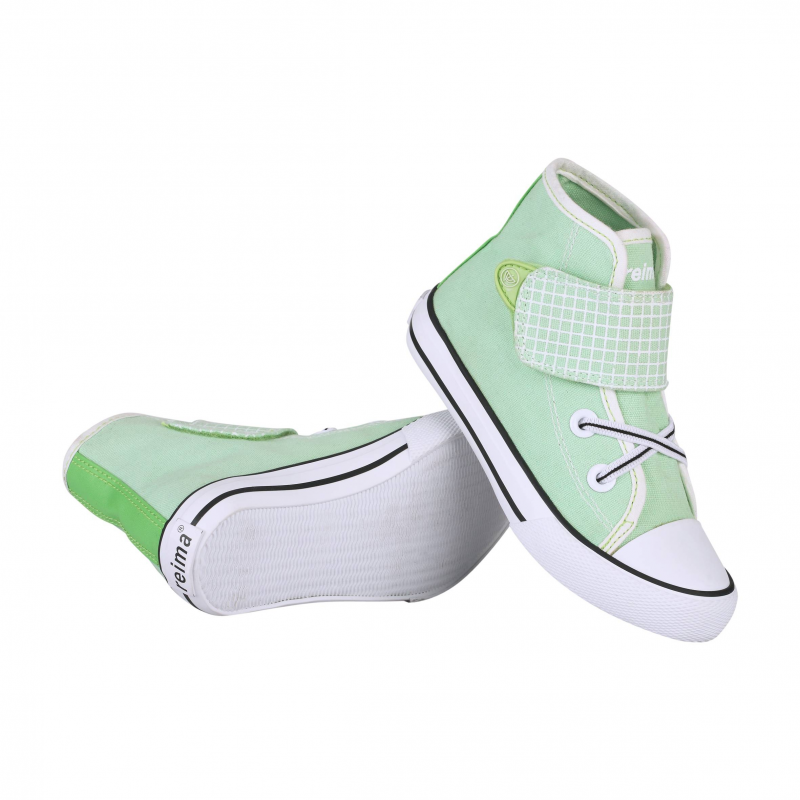 КедыКеды салатового цвета марки Reima для девочек. Высокие кеды выполнены из прочного текстиля, имеют декоративную эластичную шнуровку и регулируемую застежку-липучку. Подошва и нос из резинызащищают от влаги и грязи. Специальный рисунок на стельках помогает подобрать правильный размер.<br><br>Размер: 27<br>Цвет: Салатовый<br>Пол: Для девочки<br>Артикул: 615448<br>Страна производитель: Китай<br>Сезон: Весна/Лето<br>Материал верха: Текстиль<br>Материал подкладки: Текстиль<br>Материал стельки: Текстиль<br>Материал подошвы: Резина<br>Бренд: Финляндия