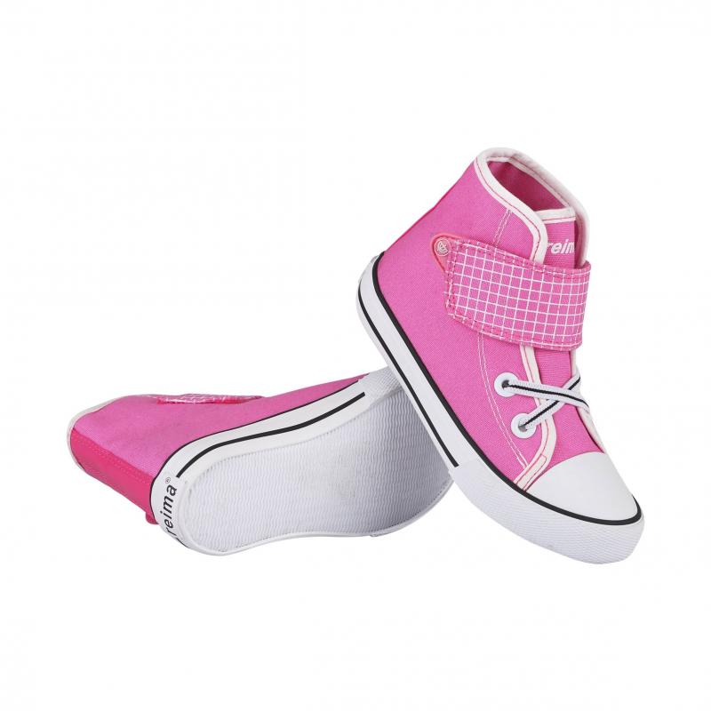 КедыКеды розовогоцвета марки Reima для девочек. Высокие кеды выполнены из прочного текстиля, имеют декоративную эластичную шнуровку и регулируемую застежку-липучку. Подошва и нос из резинызащищают от влаги и грязи. Специальный рисунок на стельках помогает подобрать правильный размер.<br><br>Размер: 28<br>Цвет: Розовый<br>Пол: Для девочки<br>Артикул: 615438<br>Страна производитель: Китай<br>Сезон: Весна/Лето<br>Материал верха: Текстиль<br>Материал подкладки: Текстиль<br>Материал стельки: Текстиль<br>Материал подошвы: Резина<br>Бренд: Финляндия