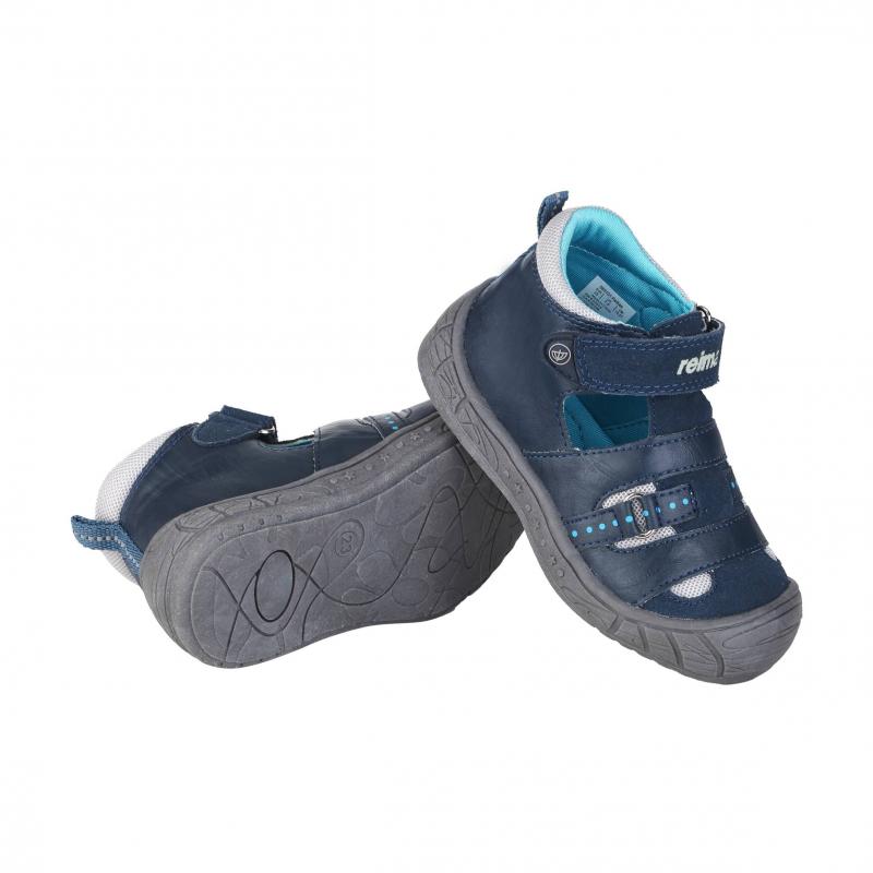 СандалииСандалии темно-синего цвета марки Reima для мальчиков. Закрытые сандалии с вырезами и вставками из дышащей сеточки выполнены из комбинации натуральной и искусственной кожи. Подкладка выполнена из гладкогои приятного на ощупь текстиля. Прочная подошва из термопластичной резины предотвращает скольжение. Сандалии застегиваются на регулируемую липучку.<br><br>Размер: 22<br>Цвет: Синий<br>Пол: Для мальчика<br>Артикул: 615461<br>Страна производитель: Китай<br>Сезон: Весна/Лето<br>Материал верха: Нат. кожа / Иск. кожа<br>Материал подкладки: Текстиль<br>Материал стельки: Текстиль<br>Материал подошвы: ТПР (термопластичная резина)<br>Бренд: Финляндия
