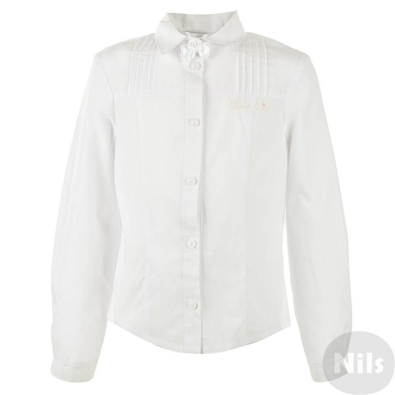 БлузкаКлассическая белая блузка для девочек от российского производителя Лидер выполнена из хлопка, имеет классический отложной воротничок, верх блузки отделан защипами, верхняя пуговица украшена милым бантиком, на груди блузки фирменная вышивка. Блузка будет незаменима какв повседневной школьной жизни, так и для любого мероприятия.<br>Размер указан как: Рост/Обхват груди.<br><br>Размер: 12 лет<br>Цвет: Белый<br>Размер: 152/72<br>Пол: Для девочки<br>Артикул: 615905<br>Страна производитель: Россия<br>Сезон: Всесезонный<br>Состав: 70% Хлопок, 30% Полиэстер<br>Бренд: Россия<br>Воротник: Классический<br>Рукава: Длинные, без манжет<br>Покрой: Приталенный