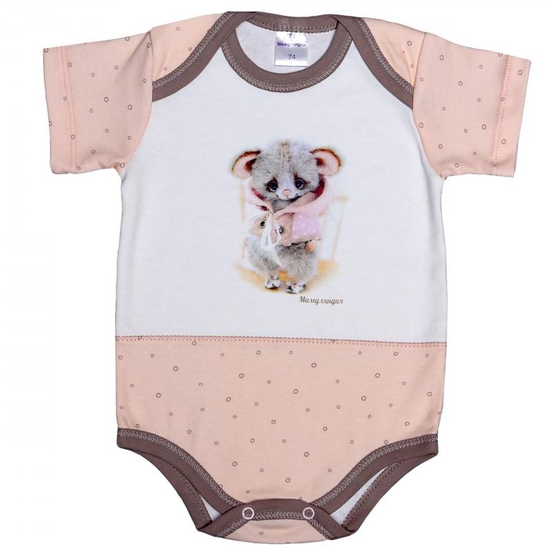БодиБоди розового цвета марки Мамуляндия для девочек. Боди с коротким рукавом выполнено из мягкого хлопкового трикотажа, спереди украшено принтом с милым мышонком. Специальный крой плечиков и кнопочная застежка снизу облегчают процесс переодевания малыша.<br><br>Размер: 3 месяца<br>Цвет: Розовый<br>Рост: 62<br>Пол: Для девочки<br>Артикул: 616761<br>Страна производитель: Россия<br>Сезон: Всесезонный<br>Состав: 100% Хлопок<br>Бренд: Россия<br>Вид застежки: Кнопки