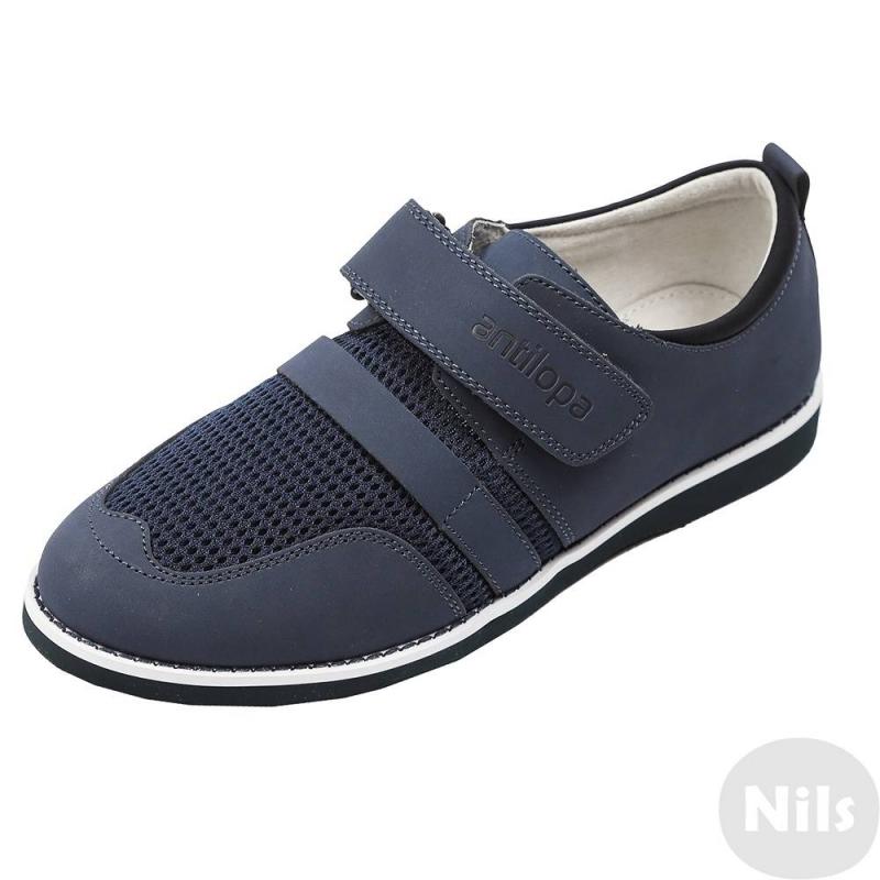 БотинкиБотинки синего цвета марки Antilopa для мальчиков. Ботинки из натуральной кожи со вставками из дышащей mesh-сетки идеально подойдут для школы. Подкладка и стелька сшиты из мягкой натуральной кожи, благодаря сетчатым вставкам обувь дышит. Регулируемая липучка обеспечивает отличное прилегание к ноге. Резиновая подошва имеет рельефный рисунок.<br><br>Размер: 40<br>Цвет: Синий<br>Пол: Для мальчика<br>Артикул: 617336<br>Страна производитель: Китай<br>Сезон: Всесезонный<br>Материал верха: Текстиль / Нат. кожа<br>Материал подкладки: Натуральная кожа<br>Материал стельки: Натуральная кожа<br>Материал подошвы: Резина<br>Бренд: Россия