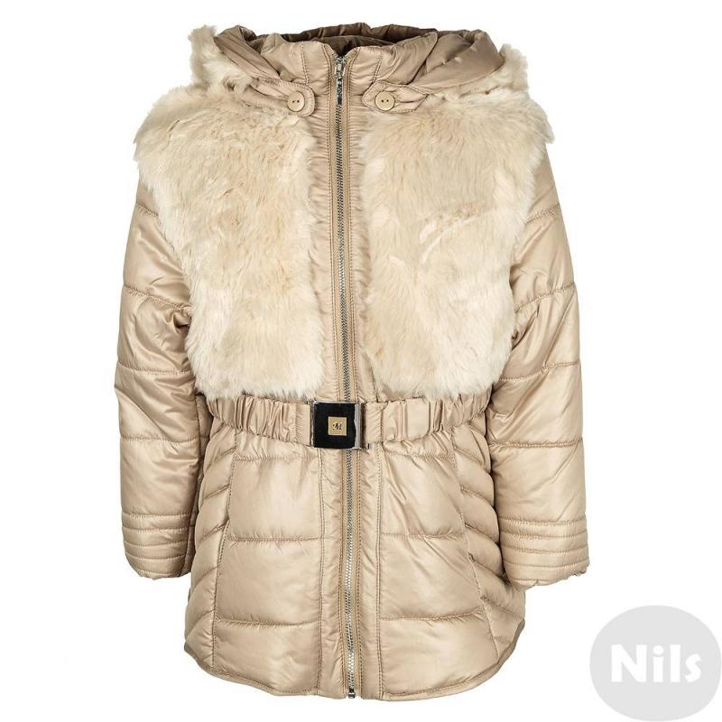 КурткаКуртка бежевого цвета с искусственным мехом марки MAYORAL для девочек. Демисезонная куртка имеет легкое утепление, верх куртки полностью декорирован искусственным мехом как спереди, так и сзади; съемный капюшон на пуговицах снаружи имеет меховую поверхность. Куртка приталенного силуэта, застегивается на молнию; на талии пояс-резинка с пряжкой, спереди у куртки два небольших кармана. Внутри топ куртки дополнен мягкой флисовой подкладкой. Куртка подойдет на прохладную осеннюю погоду.<br><br>Размер: 6 лет<br>Цвет: Бежевый<br>Рост: 116<br>Пол: Для девочки<br>Артикул: 617521<br>Страна производитель: Китай<br>Сезон: Осень/Зима<br>Состав: 100% Полиэстер<br>Состав подкладки: 100% Полиэстер<br>Бренд: Испания<br>Наполнитель: 100% Полиэстер