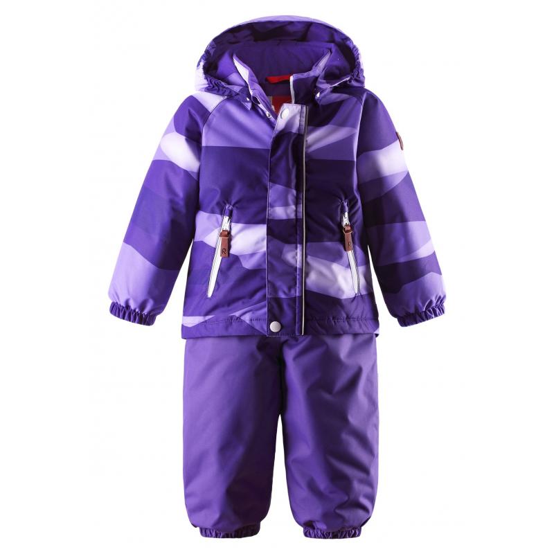 КомплектЗимний комплект фиолетовогоцвета марки REIMAдля девочексшит из водонепроницаемого грязеотталкивающего материала с мембраной 10000 мм.Комплект ветронепроницаемый, но материал дышит, обеспечиваясухость и тепло.<br>На курткедва кармана на молнии, эластичные манжеты, а также безопасный съемный капюшон на кнопках, дополненный мягкойподкладкой.<br>Брюки на регулируемых подтяжках имеют удобный пояс на резинке и съемные штрипки из прочного текстиля. Низ брюк на резинке для защиты от снега. Брюки застегиваются на молнию.<br>Комплект оснащен множеством светоотражающих деталей для безопасности ребенка.<br>Комплект не теряет своих свойств при многократнойстирке в стиральной машине, быстро сохнет. Легкие загрязнения можнопротереть влажной губкой.<br><br>Размер: 3 года<br>Цвет: Фиолетовый<br>Рост: 98<br>Пол: Для девочки<br>Артикул: 618368<br>Страна производитель: Китай<br>Сезон: Осень/Зима<br>Состав: 100% Полиэстер<br>Состав подкладки: 100% Полиэстер<br>Бренд: Финляндия<br>Наполнитель: 100% Полиэстер<br>Покрытие: Полиуретан<br>Температура: от 0° до -20°<br>Вес утеплителя: 140 г / 160 г