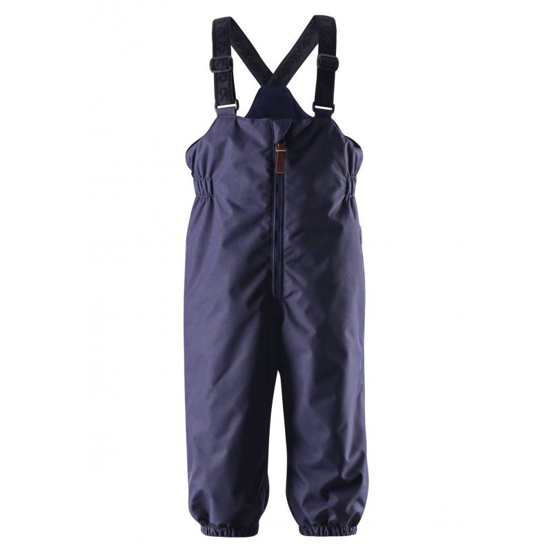 ПолукомбинезонПолукомбинезонтемно-синегоцвета марки REIMA для мальчиков.<br>Теплый зимний полукомбинезонвыполнен из прочного водонепроницаемого материала, который отталкивает грязь и влагу. Мембрана свыше 10000 мм.Полукомбинезонзащищает от ветра и хорошо дышат, обеспечивая сухость и комфортную температуру.<br>Полукомбинезон оснащен регулируемыми подтяжками и длинной молнией спереди. Задняя часть дополнительно утеплена, что позволяет не замерзнуть, катаясь с горки или на санках. Эластичныештрипки из прочной ткани можно регулировать и отстегивать. Пояс сзади на резинке. Основные швы проклеены, водонепроницаемы.Есть светоотражающиеэлементыдля безопасности ребенка.<br>Полукомбинезонне теряет своих свойств при многократной стирке в стиральной машине, быстро сохнут. Также за ним можно ухаживать с помощью влажной губки.<br><br>Размер: 18 месяцев<br>Цвет: Темносиний<br>Рост: 86<br>Пол: Для мальчика<br>Артикул: 618349<br>Бренд: Финляндия<br>Страна производитель: Китай<br>Сезон: Осень/Зима<br>Состав: 100% Полиэстер<br>Состав подкладки: 100% Полиэстер<br>Наполнитель: 100% Полиэстер<br>Покрытие: Полиуретан<br>Температура: от 0° до -20°<br>Вес утеплителя: 140 г