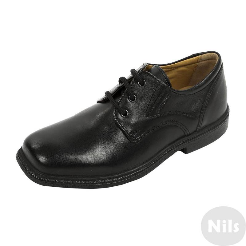 БотинкиЧерные классические полуботинкимарки GEOX для мальчиков. Полуботинки на шнуровке сшитыиз натуральной кожи, дополнены кожаными подкладкой и стелькой. Гибкая перфорированная подошва со специальной мембраной хорошо дышит, что предотвращает перегревание стопы и сохраняет ноги сухими. Подошва не скользит и не оставляет следов на полу.<br><br>Размер: 33<br>Цвет: Черный<br>Пол: Для мальчика<br>Артикул: 619421<br>Бренд: Италия<br>Страна производитель: Вьетнам<br>Сезон: Всесезонный<br>Материал верха: Натуральная кожа<br>Материал подкладки: Натуральная кожа<br>Материал стельки: Натуральная кожа<br>Материал подошвы: Резина<br>Вид застежки: Шнуровка<br>Ортопедическая: Нет