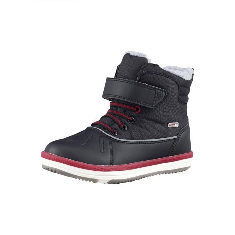 БотинкиТеплые ботинки черно-красногоцвета марки REIMA серии REIMA TEC для мальчиков. Водонепроницаемые ботинкиподойдут для холодной погоды около нуля. Стильная модель с верхом из искусственной кожи и водоотталкивающего текстиля. Водонепроницаемая шерстяная подкладка с герметизированными швами обеспечивает тепло и комфорт. Фетровые стельки вынимаются, на стельках рисунок Happy Fit, который помогает правильно подобратьразмер. Ботинки легко надеваются благодаря эластичным шнуркам и ремешкам на липучках, которые обеспечивают хорошую посадку по ноге. Подошва изготовлена из термопластичного каучука, который гарантирует хорошее сцепление с поверхностью и не скользит. Есть светоотражающие детали для безопасности ребенка.<br><br>Размер: 25<br>Цвет: Черный<br>Пол: Для мальчика<br>Артикул: 619791<br>Страна производитель: Китай<br>Сезон: Осень/Зима<br>Материал верха: Текстиль / Иск. кожа<br>Материал подкладки: Текстиль<br>Материал стельки: Текстиль<br>Материал подошвы: ТПР (термопластичная резина)<br>Бренд: Финляндия<br>Температура: от +8° до -3°