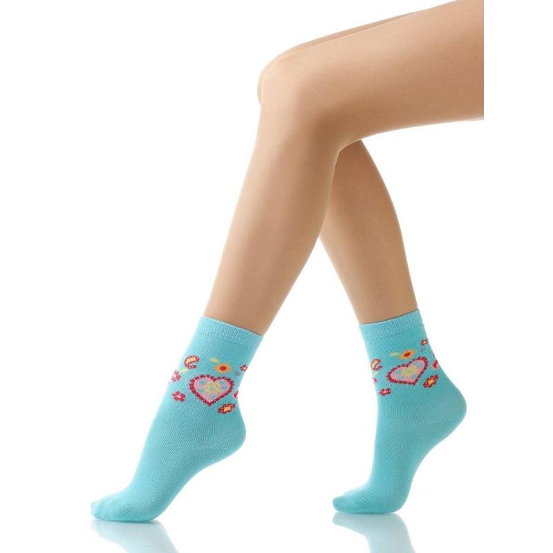 НоскиНоски бирюзовогоцвета с рисункоммарки Arina by Charmante для девочек. Хлопковые носки украшены узором в виде розовых сердечек и цветочков.<br><br>Размер: 3 года<br>Цвет: Бирюзовый<br>Размер: 23/26<br>Пол: Для девочки<br>Артикул: 620921<br>Страна производитель: Китай<br>Сезон: Всесезонный<br>Состав: 77% Хлопок, 10% Полиамид, 10% Нейлон, 3% Эластан<br>Бренд: Италия