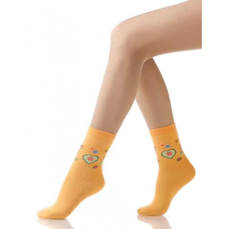 НоскиНоски оранжевогоцвета с рисункоммарки Arina by Charmanteдля девочек. Хлопковые носки украшены узором в виде разноцветныхсердечек и цветочков.<br><br>Размер: 7 лет<br>Цвет: Оранжевый<br>Размер: 31/34<br>Пол: Для девочки<br>Артикул: 620924<br>Страна производитель: Китай<br>Сезон: Всесезонный<br>Состав: 77% Хлопок, 10% Полиамид, 10% Нейлон, 3% Эластан<br>Бренд: Италия