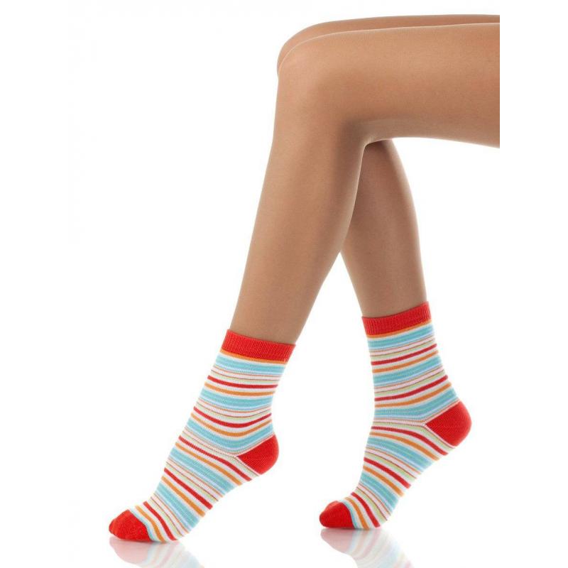 НоскиНоски оранжевогоцвета с рисункоммарки Arina by Charmanteдля девочек. Хлопковые носки украшены узором в голубую полоску. Носок, верх и пяточка выделены оранжевым цветом.<br><br>Размер: 3 года<br>Цвет: Оранжевый<br>Размер: 23/26<br>Пол: Для девочки<br>Артикул: 620932<br>Бренд: Италия<br>Страна производитель: Китай<br>Сезон: Всесезонный<br>Состав: 77% Хлопок, 10% Полиамид, 10% Нейлон, 3% Эластан