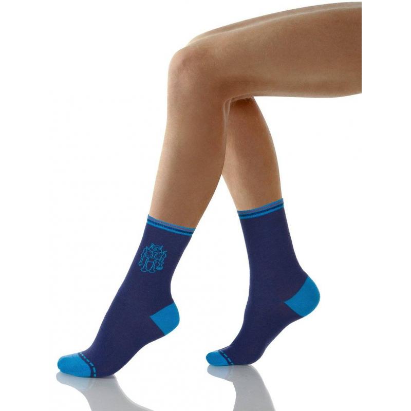 НоскиНоски темно-синегоцвета марки Nirey для мальчиков. Носки выполнены из эластичного трикотажа на основе хлопка, хорошо сидят на ноге, не давят, не теряют своей формы после стирки. Носки дополненырисунком сроботом.<br><br>Размер: 3 года<br>Цвет: Темносиний<br>Размер: 23/26<br>Пол: Для мальчика<br>Артикул: 621005<br>Страна производитель: Китай<br>Сезон: Всесезонный<br>Состав: 77% Хлопок, 10% Полиамид, 10% Нейлон, 3% Эластан<br>Бренд: Италия