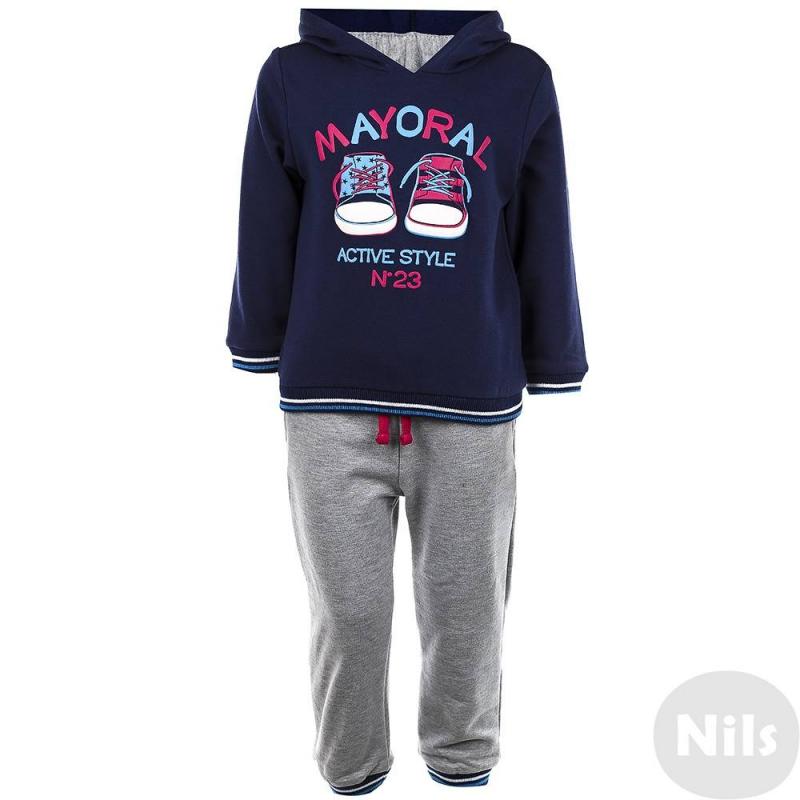 Спортивный костюмСпортивный костюм темно-синего цвета марки Mayoral для мальчиков. Толстовка и брюки выполнены из мягкого трикотажа с начесом. Темно-синяя толстовка с капюшоном украшена стильным принтом с кедами, манжеты и низ на резинке. Спортивные брюки серого цвета имеют удобный эластичный пояс и два кармана, манжеты на резинке. Пояс дополнительно регулируется завязками.<br><br>Размер: 9 месяцев<br>Цвет: Темносиний<br>Рост: 74<br>Пол: Для мальчика<br>Артикул: 620466<br>Бренд: Испания<br>Страна производитель: Китай<br>Сезон: Осень/Зима<br>Состав: 58% Хлопок, 38% Полиэстер, 4% Эластан