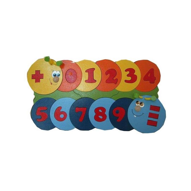 Пазл Учимся считатьПазл Крона Учимся считать, 39 деталей + дополнительный набор цифр.Мозаика «Учимся считать» разработана российской компанией «Крона» для малышей от 3-х лет. Покупайте эту игру и устраивайте дома увлекательные уроки математики. Это поможет ребенку познакомиться с цифрами и научиться решать элементарные примеры.<br>Мозаика«Учимся считать» поможет вам без лишних трудностей, в увлекательной игровой форме ознакомить ребенка с ключевыми математическими понятиями. В процессе складывания мозаики малыш с интересом изучит цифры и знаки «+», «–», «=». Он научится различать четные и нечетные числа, решать простейшие примеры и задачи.Дополнительно мозаика развивает мелкую моторику ребенка и учит его рассуждать вслух, выстраивать логические цепочки и грамотно излагать мысли. Дополнительный набор из 10 цифр расширяет возможности использования игрушки.<br>Мозаика изготовлена из безопасного экологически чистого материала - древесины.<br><br>Возраст от: 3 года<br>Пол: Не указан<br>Артикул: 622497<br>Бренд: Россия<br>Размер: от 3 лет