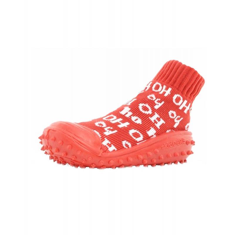 Носки с резиновой подошвойНоски с резиновойподошвой красногоцветамарки Skidders для мальчиков.<br>Инновационная обувь для детей Skidders идеальна как для первых шагов вашего малыша, так и для уверенной ходьбы. Обувь предназначена как для домашнего использования, так и для сухой погоды на улице, хорошо сидит на ноге. Благодаря текстильному эластичному верху и удобным резинкам на щиколотке такая обувь не сползает с ножки, а резиновая подошва с протектором не скользит. Подошва очень гибкая, износостойкая, создана по форме ноги. Носки имеют анатомическую стельку, что обеспечивает правильное формирование свода детской стопы.<br>Текстильный верх украшен надписями. Обувь можно стирать в стиральной машине.<br><br>Размер: 21<br>Цвет: Красный<br>Пол: Для мальчика<br>Артикул: 622941<br>Страна производитель: Китай<br>Сезон: Всесезонный<br>Материал подошвы: Резина<br>Состав: 76% Нейлон, 24% Полиэстер<br>Бренд: США
