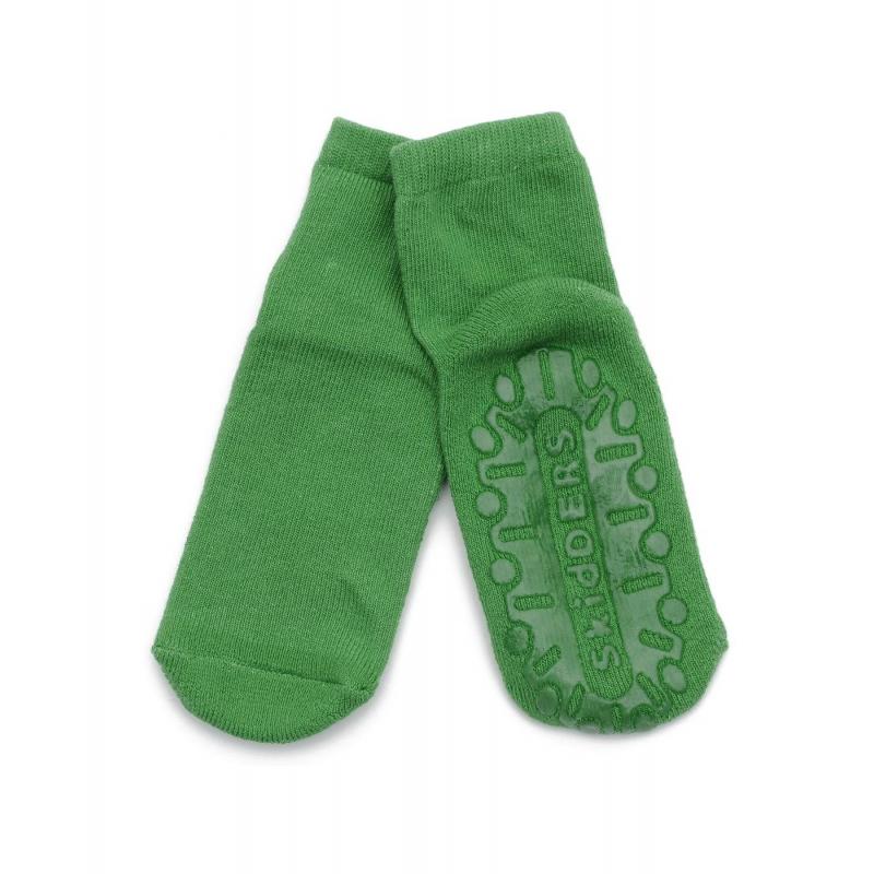 НоскиНоски зеленогоцвета марки Skiddersс противоскользящим напылениемдля мальчиков.<br>Однотонные носки зеленогоцвета выполнены из хлопкового трикотажа с добавлением эластичных волокон, подойдут для активных малышей, которые любят бегать по дому босиком. Теперь родителям не нужно волноваться за безопасность своего крохи, ведь по всей подошве имеется напыление противоскользящего материала.<br><br>Размер: 18 месяцев<br>Цвет: Зеленый<br>Рост: 86<br>Пол: Для мальчика<br>Артикул: 622991<br>Страна производитель: Китай<br>Сезон: Всесезонный<br>Состав: 85% Хлопок, 13% Нейлон, 2% Лайкра<br>Бренд: США