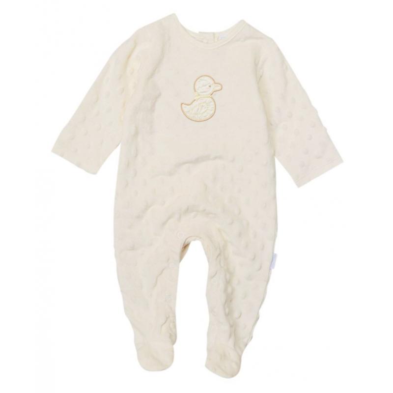 КомбинезонКомбинезонкремовогоцвета марки Vitamins Baby для девочек.<br>Комбинезон выполнен из мягкого плюшевого материала с выпуклостями, имеет закрытые ножки. Комбинезон застегивается снизу по шаговому шву и сзади на спине. Комбинезон украшен аппликацией сизображением утенка.<br><br>Размер: 9 месяцев<br>Цвет: Бежевый<br>Рост: 74<br>Пол: Для девочки<br>Артикул: 623107<br>Страна производитель: Китай<br>Сезон: Всесезонный<br>Состав: 100% Полиэстер<br>Бренд: США
