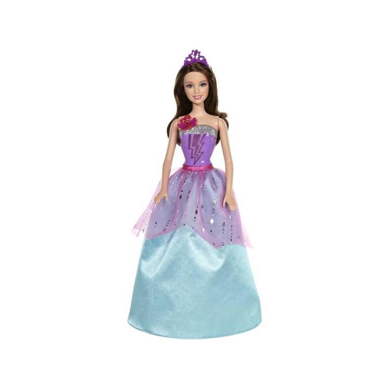 Кукла Barbie Суперпринцесса КоринКукла Barbie Суперпринцесса Кориноснащена световыми и звуковыми эффектами. Нажав на бабочку, украшающую платье, раздастся звук поцелуя под волшебную мелодию, а на корсете засветится рисунок в виде молнии. Кукла Корин - копия героини мультфильма Барби суперпринцесса.<br>Современные куклы Barbie наделены суперспособностями! Двоюродную сестру принцессы Кары поцеловала черная волшебная бабочка, которая пробудила в ней магические суперспособности. Сначала она соревнуется с Карой, но когда у них появляется настоящий враг королевства, они решают отложить свои разногласия и объединяются для борьбы.Супер-принцесса Корин одета в длинное платье голубого цвета, украшенное вставкой из фатина с блестками.Материал: пластик, текстиль. Высота: около 29 см. Питание: 3 батарейки, включены в комплект.<br><br>Возраст от: 3 года<br>Пол: Для девочки<br>Артикул: 622578<br>Бренд: США<br>Лицензия: Barbie<br>Размер: от 3 лет