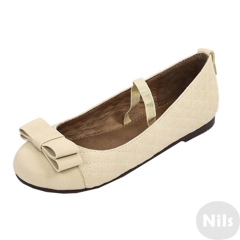 ТуфлиТуфли бежевогоцвета марки Mayoral для девочек.<br>Туфлиимеют полиуретановый практичный верх, стелька и подкладка выполненыиз натуральной кожи, подошва из термопластичной резины прочная и не скользит. Туфли украшены декоративной строчкой и элегантным бантом спереди. Внутри туфли имеют ремешок-резинку для удобства фиксации ноги.<br>Удобные, легкие и модныетуфли отлично подойдут для повседневной носки как весной и летом на улице, так и в качестве сменной обуви в любое время года.<br><br>Размер: 32<br>Цвет: Бежевый<br>Пол: Для девочки<br>Артикул: 622722<br>Страна производитель: Вьетнам<br>Сезон: Осень/Зима<br>Материал верха: Полиуретан<br>Материал подкладки: Натуральная кожа<br>Материал стельки: Натуральная кожа<br>Материал подошвы: ТПР (термопластичная резина)<br>Бренд: Испания