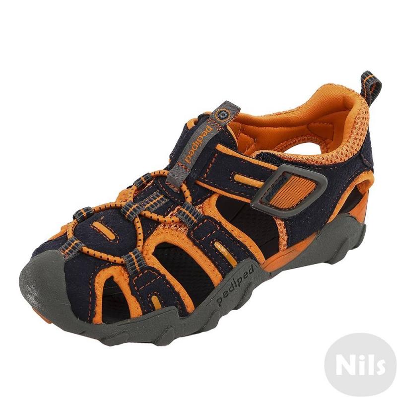 СандалииСандалии сине-оранжевогоцвета марки Pediped серииFlexдля мальчиков. Летние легкие сандалии созданы с учетом всех особенностей развития детской стопы. Верхвыполнен из искусственной замши, дополнен вставками из текстиля. Подкладка текстильная, стелька мягкая непромокаемая. Регулируемая застежка-липучка обеспечивает отличное прилегание к ножке.Каучуковая подошва не скользит и не пачкает пол. Сандалии можно носить как на улице, так и в помещении. Сандалии не боятся воды, быстро сохнут. Можно стирать в стиральной машине.<br>Серия Flexсоздана длядетей, которые уже научились ходить, твердо стоят на ногах и ходят уверенно. Обувь этой серии обеспечивает хорошую поддержку свода стопы, а также обладает исключительной гибкостью, помогая здоровому развитию стоп ребенка. Главная особенность серии: возможность продлить срок службы обуви с помощью особой системы регулировки полноты обуви и длины стельки по мере роста ребенка. К каждой паре обуви (кроме сандалий и некоторых других моделей) прилагается дополнительныйкомплект стелек для замены.<br><br>Размер: 36<br>Цвет: Темносиний<br>Пол: Для мальчика<br>Артикул: 625632<br>Страна производитель: Китай<br>Сезон: Всесезонный<br>Материал верха: Текстиль / Иск. кожа<br>Материал подкладки: Текстиль<br>Материал подошвы: Каучук<br>Бренд: США