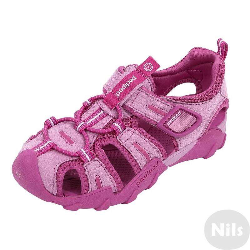 СандалииСандалии розовогоцвета марки Pediped серииFlexдля девочек. Летние легкие сандалии созданы с учетом всех особенностей развития детской стопы. Верхвыполнен из искусственной замши, дополнен вставками из текстиля. Подкладка текстильная, стелька мягкая непромокаемая. Регулируемая застежка-липучка обеспечивает отличное прилегание к ножке.Каучуковая подошва не скользит и не пачкает пол. Сандалии можно носить как на улице, так и в помещении. Сандалии не боятся воды, быстро сохнут. Можно стирать в стиральной машине.<br>Серия Flexсоздана длядетей, которые уже научились ходить, твердо стоят на ногах и ходят уверенно. Обувь этой серии обеспечивает хорошую поддержку свода стопы, а также обладает исключительной гибкостью, помогая здоровому развитию стоп ребенка. Главная особенность серии: возможность продлить срок службы обуви с помощью особой системы регулировки полноты обуви и длины стельки по мере роста ребенка. К каждой паре обуви (кроме сандалий и некоторых других моделей) прилагается дополнительныйкомплект стелек для замены.<br><br>Размер: 36<br>Цвет: Розовый<br>Пол: Для девочки<br>Артикул: 625613<br>Страна производитель: Китай<br>Сезон: Всесезонный<br>Материал верха: Текстиль / Иск. кожа<br>Материал подкладки: Текстиль<br>Материал подошвы: Каучук<br>Бренд: США