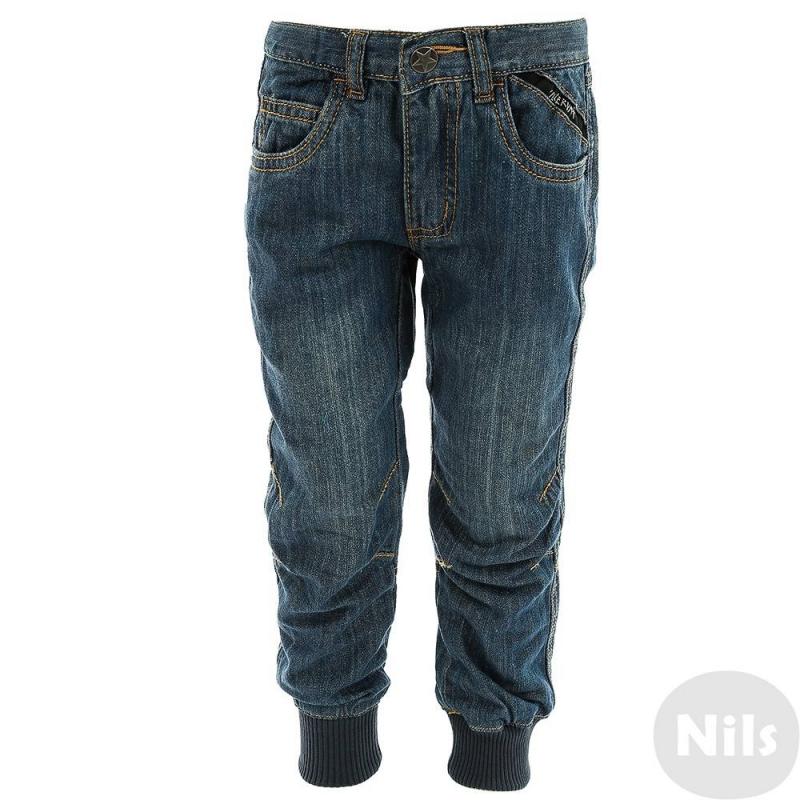 ДжинсыДжинсы синего цвета марки Villervalla для мальчиков.Джинсыотлично сидят на талии благодаря регулируемому по объему поясу. Задние карманы декорированы прострочкой в виде звезд. На коленях стильные вытачки, благодаря которым джинсы не стесняют движений. Низ штанин на удобной трикотажной резинке. Сшиты джинсы из плотного качественного денима, в составе которого - дышащий гипоаллергенный хлопок.<br>Одежда шведской марки Villervallaотличается яркими цветами, оригинальным внешним видом и подчеркнутой индивидуальностью. Она производится только из тщательно проверенных и безопасных для ребенка материалов. Качество швов и продуманный крой обеспечивают отличный внешний вид и удобство носки.<br><br>Размер: 6 лет<br>Цвет: Синий<br>Рост: 116<br>Пол: Для мальчика<br>Артикул: 624488<br>Сезон: Всесезонный<br>Состав: 100% Хлопок<br>Бренд: Швеция