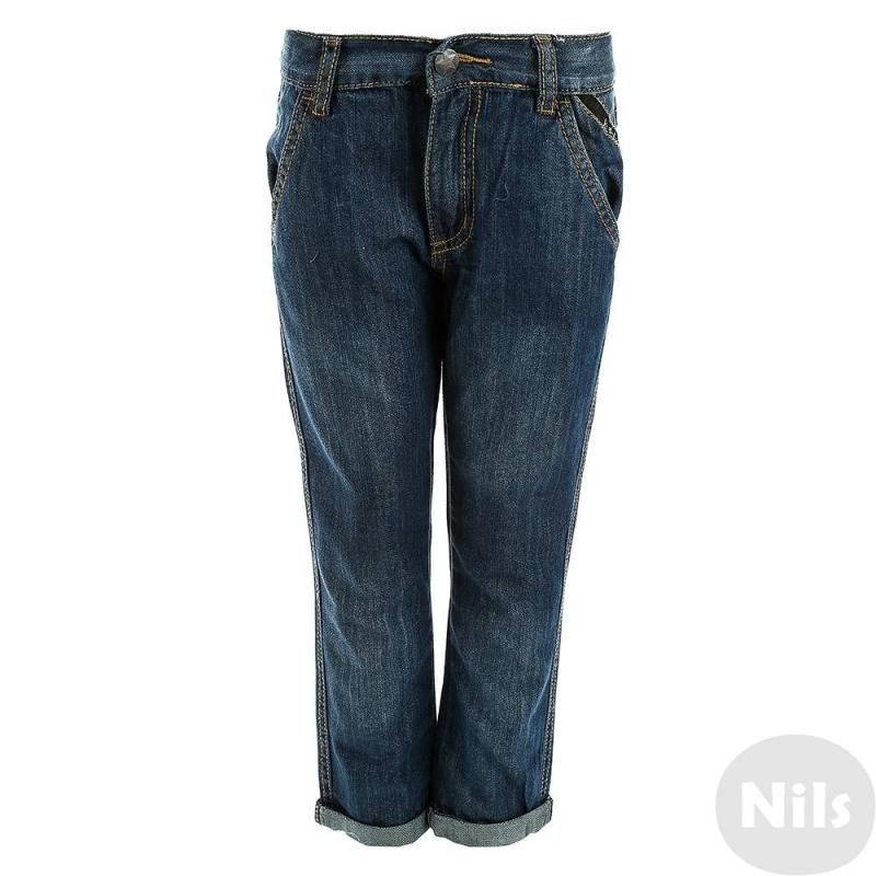ДжинсыДжинсы синего цвета марки Villervalla для мальчиков. Джинсыотлично сидят благодаря специальным внутренним резинкам на поясе, предназначенным для регулирования объема. Сшиты джинсы из плотного качественногоденима, в составе которогодышащий гипоаллергенный хлопок. Брюки декорированы карманами с фирменной вставкой, а также стильными отворотами. Задние карманы с клапанами на пуговицах.<br>Одежда шведской марки Villervallaотличается яркими цветами, оригинальным внешним видом и подчеркнутой индивидуальностью. Она производится только из тщательно проверенных и безопасных для ребенка материалов. Качество швов и продуманный крой обеспечивают отличный внешний вид и удобство носки.<br><br>Размер: 4 года<br>Цвет: Синий<br>Рост: 104<br>Пол: Для мальчика<br>Артикул: 624471<br>Сезон: Всесезонный<br>Состав: 100% Хлопок<br>Бренд: Швеция