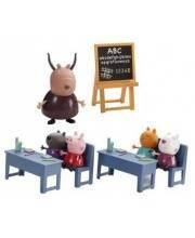 Игровой набор Идем в школу 2 парты Peppa Pig