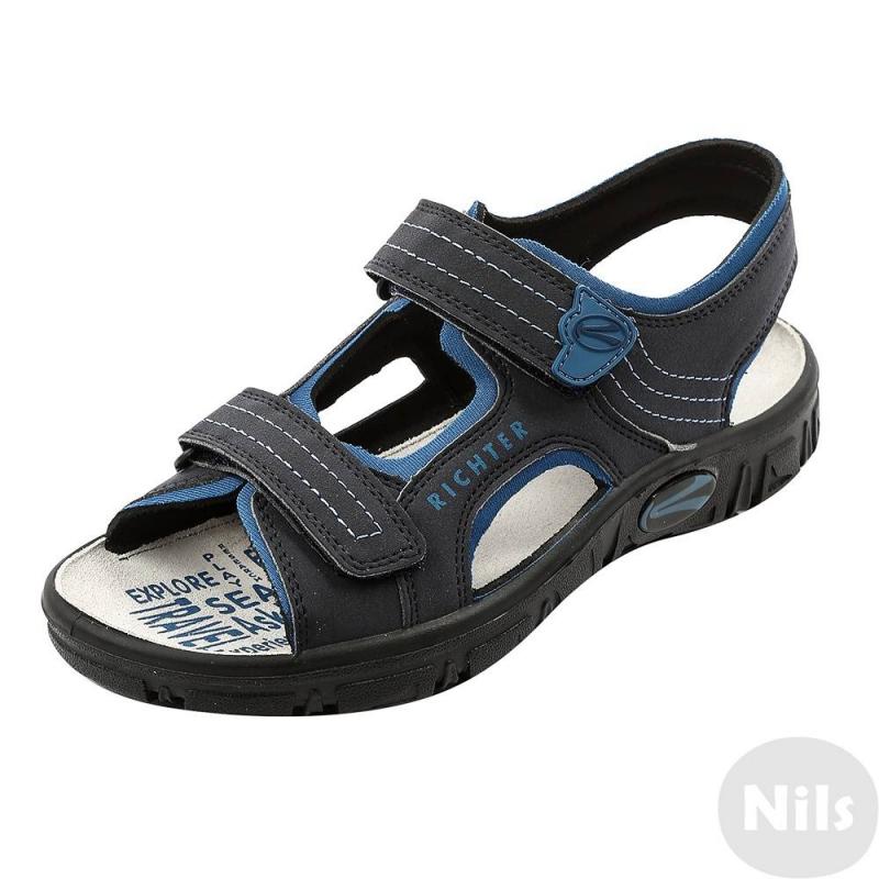 СандалииЧерно-синие сандалии австрийской марки Richter для мальчиков. Легкие открытые сандалии выполнены из текбука (искусственный нубук), мягкая текстильная подкладка сшита из неопрена. Стелька из натуральной кожи износостойкая и приятная на ощупь. Удобные застежки-липучки позволяют отрегулировать сандалии по ноге и облегчают процесс переобувания. Очень легкая гибкая подошва не скользит.<br><br>Размер: 34<br>Цвет: Синий<br>Пол: Для мальчика<br>Артикул: 625828<br>Сезон: Весна/Лето<br>Материал верха: Искусственная кожа<br>Материал подкладки: Текстиль<br>Материал стельки: Натуральная кожа<br>Материал подошвы: Полиуретан<br>Бренд: Австрия