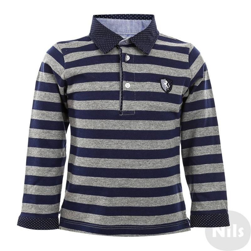 Рубашка-полоРубашка-поло темно-синегоцвета марки MAYORAL для мальчиков. Рубашка с длинным рукавом выполнена из стопроцентного хлопка с рисунком в серую полоску, имеет классический воротник, застегивается на три пуговицы. Воротник и манжеты темно-синего цвета с узором в белый горошек выделяются на фоне рубашки; на груди вышит значок-логотип бренда.<br><br>Размер: 12 месяцев<br>Цвет: Темносиний<br>Рост: 80<br>Пол: Для мальчика<br>Артикул: 624788<br>Бренд: Испания<br>Страна производитель: Португалия<br>Сезон: Осень/Зима<br>Состав: 100% Хлопок<br>Вид застежки: Пуговицы<br>Рукава: Длинные, манжеты