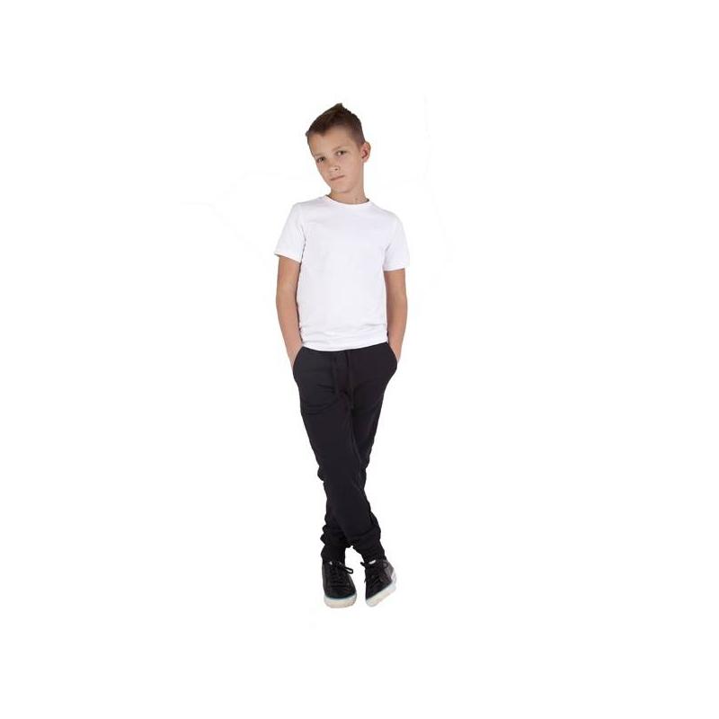 КомплектКомплект футболка + спортивные брюкимарки Gulliver для мальчиков. Футболка белого цвета имеет короткий рукав, выполнена из хлопкового трикотажа с добавлением эластана. Брюкичерного цвета выполнены из плотного хлопкового трикотажа, дополнены двумя карманами, имеют широкую резинку на поясе и завязываются на шнурок.<br>В комплект входит мешок на завязках с принтом и логотипом бренда.<br><br>Размер: 8 лет<br>Цвет: Черный<br>Рост: 128<br>Пол: Для мальчика<br>Артикул: 626455<br>Страна производитель: Китай<br>Сезон: Всесезонный<br>Состав верха: 95% Хлопок, 5% Эластан<br>Состав низа: 95% Хлопок, 5% Эластан<br>Бренд: Россия