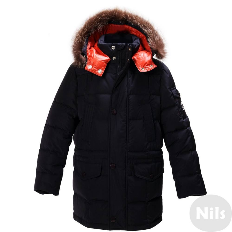 КурткаЗимняя куртка темно-синегоцвета марки JUMS длямальчиков.Теплая куртка с удлиненным силуэтомот латвийского бренда JUMS обязательно понравится мальчикам.Помимо внешнего стильного вида эту модель отличает возможность прекрасно сохранять тепло. В качестве утеплителя в ней использован гусиный пух 90% и перо 10%.Функциональный съемный капюшон дополнен опушкой из натурального меха енота. Куртка украшена стильной нашивкой с пингвином на рукаве.<br><br>Размер: 2 года<br>Цвет: Темносиний<br>Рост: 92<br>Пол: Для мальчика<br>Артикул: 626122<br>Бренд: Латвия<br>Страна производитель: Латвия<br>Сезон: Осень/Зима<br>Состав: 100% Полиэстер<br>Состав подкладки: 100% Полиамид<br>Наполнитель: 90% Пух, 10% Перо<br>Температура: до -20°