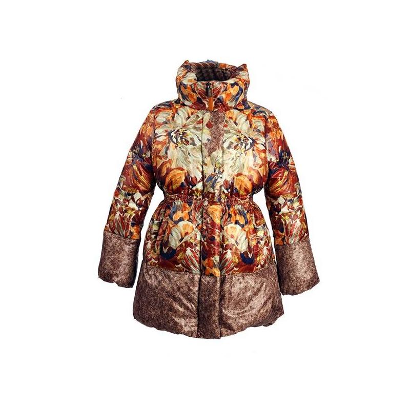 ПальтоПальто-пуховик коричневогоцвета марки JUMS для девочек.Теплое пальто от латвийского бренда JUMS обязательно понравится девочкам. Яркий принт с цветочными мотивами привлекает внимание. Пальто с высоким воротничком-стойкой и двумя карманами имеет приталенный силуэт благодаря резинке на талии.Манжеты рукавов и низ пальто присобраны на резинке.Это стильное пальто убережет ребенка от холода в морозные месяцы: его наполнитель на 90% состоит из натурального гусиного пуха и на 10% - из пера.<br><br>Размер: 10 лет<br>Цвет: Коричневый<br>Рост: 140<br>Пол: Для девочки<br>Артикул: 628954<br>Страна производитель: Латвия<br>Сезон: Осень/Зима<br>Состав: 100% Полиэстер<br>Состав подкладки: 100% Полиамид<br>Бренд: Латвия<br>Наполнитель: 90% Пух, 10% Перо<br>Температура: до -30°