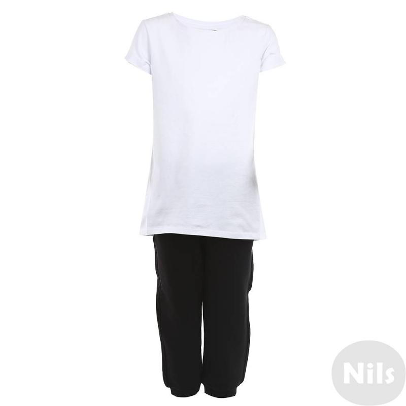 КомплектКомплект в черно-белом цвете марки Gulliver для девочек. Комплект состоит из трех предметов: белой футболки, черных бриджей и черного мешочка для обуви. Комплект выполнен из хлопкового материала с добавлением эластана. Мешочек состоит из полиэстера. Бриджи имеют два передних карамана и один задний, а также удобную резинку на поясе и снизу.<br><br>Размер: 16 лет<br>Цвет: Черный<br>Рост: 164<br>Пол: Для девочки<br>Артикул: 626467<br>Страна производитель: Китай<br>Сезон: Весна/Лето<br>Состав: 95% Хлопок, 5% Эластан<br>Бренд: Россия