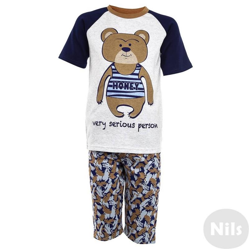 ПижамаПижама Мишкакоричневогоцвета марки Модамини длямальчиков. Пижама состоит из футболки с короткимрукавом и шортиков. Весь комплект выполнен из мягкого хлопкового трикотажа. На футболкезабавный принт с медвежонком, шортытакже украшены мелким узором. Пояс на удобной резинке.<br><br>Размер: 5 лет<br>Цвет: Коричневый<br>Рост: 110<br>Пол: Для мальчика<br>Артикул: 629071<br>Бренд: Россия<br>Страна производитель: Китай<br>Сезон: Всесезонный<br>Состав: 100% Хлопок