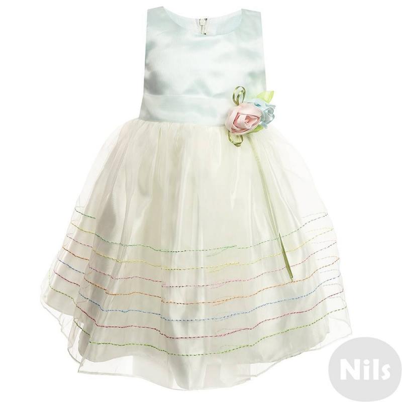 ПлатьеНарядное платье нежно-голубого цвета марки LP Collection для девочек. Платье без рукавов выполнено из сатина с верхним слоем из полупрозрачной органзы. Подкладка сшита из натурального хлопка. Платье украшено цветной декоративной строчкой на подоле, а также объемной розой с лентами на поясе. Сзади платье застегивается на молнию, талия регулируется пышным бантом.<br><br>Размер: 5 лет<br>Цвет: Голубой<br>Рост: 110<br>Пол: Для девочки<br>Артикул: 711415<br>Бренд: Таиланд<br>Страна производитель: Таиланд<br>Сезон: Всесезонный<br>Состав: 55% Хлопок, 45% Полиэстер<br>Вид застежки: Молния