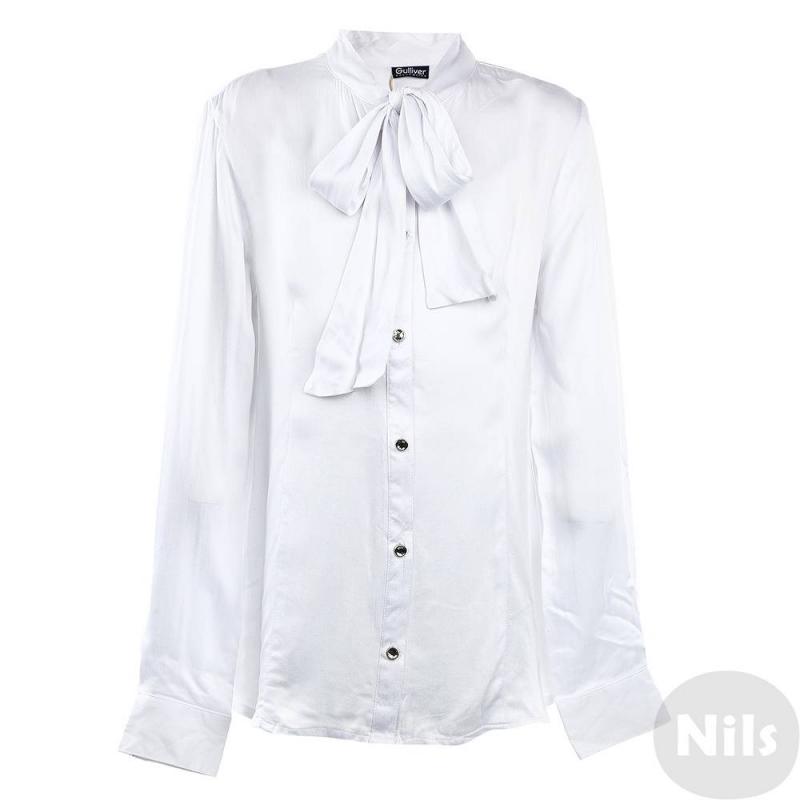 БлузкаБлузка белого цвета марки Gulliver для девочек. Блузка с длинным рукавом выполнена из стопроцентной вискозы, мягкая на ощупь. Блузка имеет приталенный силуэт, воротник-стойка декорирован лентой, которую можно завязать на бант. Застегивается блузка на пуговицы со стразами. Манжеты имеют две пуговицы, что позволяет регулировать запястье.<br><br>Размер: 16 лет<br>Цвет: Белый<br>Рост: 164<br>Пол: Для девочки<br>Артикул: 626486<br>Страна производитель: Китай<br>Сезон: Всесезонный<br>Состав: 100% Вискоза<br>Бренд: Россия<br>Вид застежки: Пуговицы