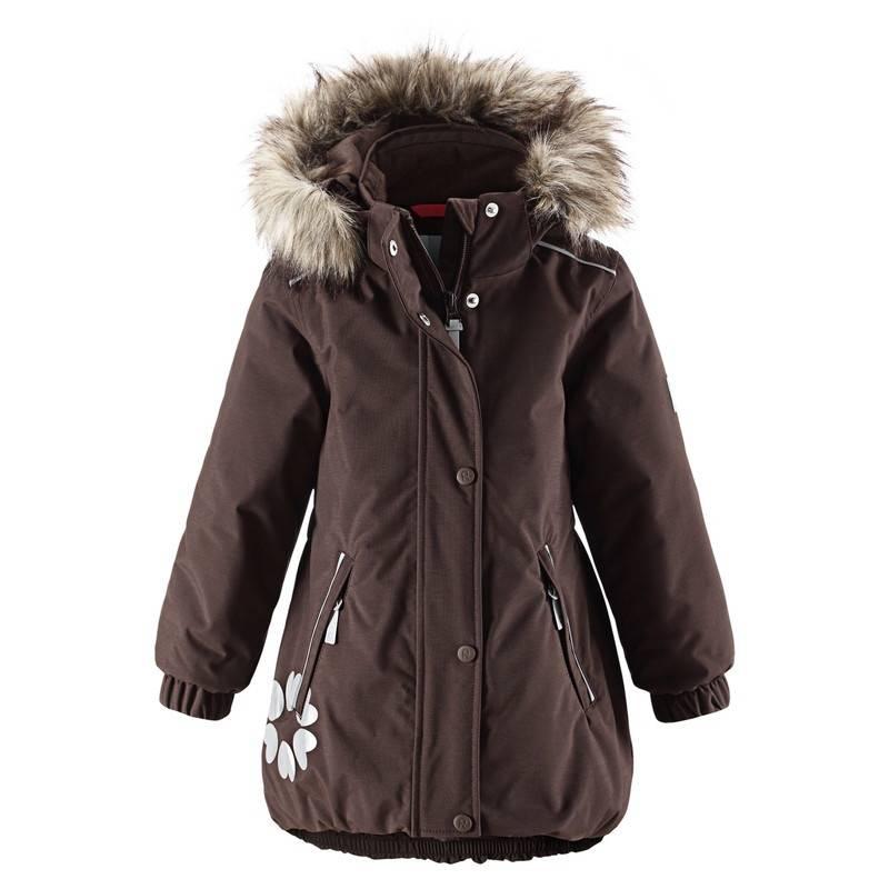 КурткаЗимняя куртка коричневогоцвета марки REIMA серии Reimatec для девочек. Куртка сшита из ветро- иводонепроницаемого грязеотталкивающего материала. Материал дышит, обеспечиваякомфортную температуру и сухость. Все швы проклеены и водонепроницаемы.<br>Куртка украшена небольшим принтом. В качестве утеплителя использован теплый слойиз полиэстера. Безопасный съемный капюшон пристегивается на кнопках, украшен отстегивающейся отделкой из искусственного меха. Спереди куртка дополнена двумя карманами на молнии. Светоотражающие деталиобеспечат безопасность в темное время суток. Сзади на талии имеется стяжка, которая делает прямой покрой куртки более приталенным. Благодаря регулируемому подолу пуховик плотно прилегает к телу. Внутри куртка оснащена рядом кнопокPlayLayers, что позволяет с легкостью пристегнуть промежуточный слой длядополнительноготепла и комфорта.<br>Куртка не теряет своих свойств при многократнойстирке в стиральной машине, быстро сохнет. Легкие загрязнения можнопротереть влажной губкой или смытьпод душем.<br><br>Размер: 5 лет<br>Цвет: Коричневый<br>Рост: 110<br>Пол: Для девочки<br>Артикул: 629209<br>Бренд: Финляндия<br>Страна производитель: Китай<br>Сезон: Осень/Зима<br>Состав верха: 100% Полиамид<br>Состав подкладки: 100% Полиэстер<br>Наполнитель: 100% Полиэстер<br>Покрытие: Полиуретан<br>Температура: от 0° до -20°