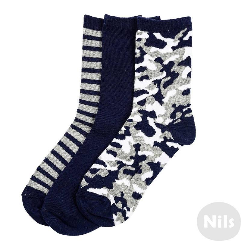 Комплект носков 3 парыКомплект носков 3 парымарки INCITYдля мальчиков.Набор включает в себя хлопковые синие и серо-синие полосатыеносочки, а также пару с бело-сине-серым камуфляжным принтом.Благодаря добавлению полиэстера и эластана они эластичные, износостойкие и хорошо сидят на ноге.<br><br>Размер: 12 лет<br>Цвет: Темносиний<br>Пол: Для мальчика<br>Артикул: 631252<br>Страна производитель: Китай<br>Сезон: Всесезонный<br>Состав: 75% Хлопок, 22% Полиэстер, 3% Эластан<br>Бренд: Россия