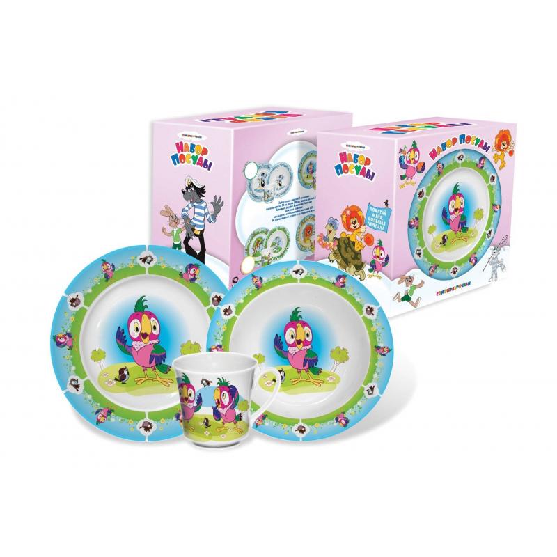 Набор посуды Попугай Кеша 3 пр.Набор посуды Попугай Кеша из трех предметов предназначен для детей от 2-х лет. Набор от крупнейшего российского производителя выполнен из качественного фарфора с изображением любимых героев из советского мультфильма про попугая Кешу. Набор включает в себя три предмета: тарелку мелкую, тарелку глубокую и чашку, упакован в картонную подарочную коробку.<br>Можно мыть в посудомоечной машине и использовать в СВЧ-печи.  Глубокая тарелка - диаметр 17,5 см, объем 300 мл. Мелкая тарелка - диаметр 20 см. Кружка - высота 8 см, объем 250 мл.<br><br>Возраст от: 2 года<br>Пол: Не указан<br>Артикул: 630877<br>Страна производитель: Россия<br>Бренд: Россия<br>Лицензия: Союзмультфильм<br>Размер: от 2 лет