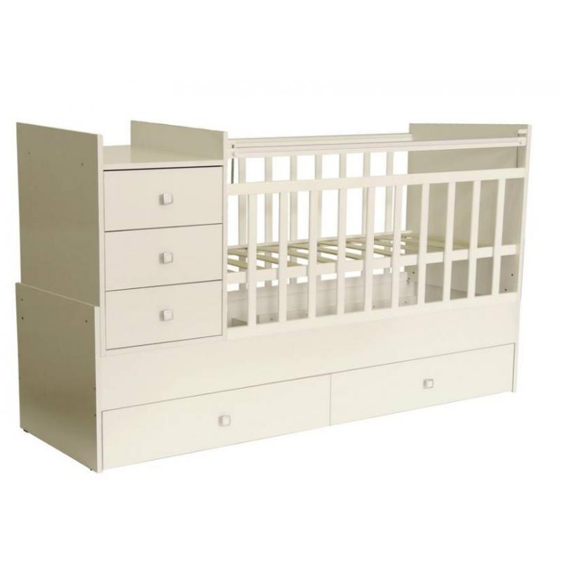 Кровать детскаяДетская кроватка «Фея» (цвет белый) идеально подходит для комнат малой площади. Она легко трансформируется из детской кроватки в кровать для подростка - длина ложа достигает 170 см.<br>Кровать-трансформер:- тумба с тремя выдвижными ящиками;- боковая перекладина опускается, обеспечивая легкий доступ к ребенку;- поверхность для пеленания с бортиками;- 2 выдвижных вместительных ящика;- трансформируется из детской в подростковую кровать;- не оснащена механизмом качания.Кроватка детская Фея 1000 выполнена классическом белом цвете, который позволят ей органично вписаться в интерьер детской комнаты. Ортопедическое ложе способствует правильному развитию малыша.<br>Материал: ЛДСП, пластик.<br>Размеры кроватки (д?ш?в): 173,2?63,6?100 см.<br>Размер детского ложа: 60?120 см.<br>Размер подросткового ложа: 60?170 см.<br>Размер тумбы: 50?63,6 см.<br>Вес: 66 кг.<br>Срок службы: 7 лет.<br>Обратите внимание, изделие поставляется в разобранном виде - необходима дополнительная сборка (комплектующие входят в комплект).<br><br>Цвет: Белый<br>Возраст от: 0 месяцев<br>Пол: Не указан<br>Артикул: 629385<br>Страна производитель: Россия<br>Бренд: Россия<br>Размер: от 0 месяцев