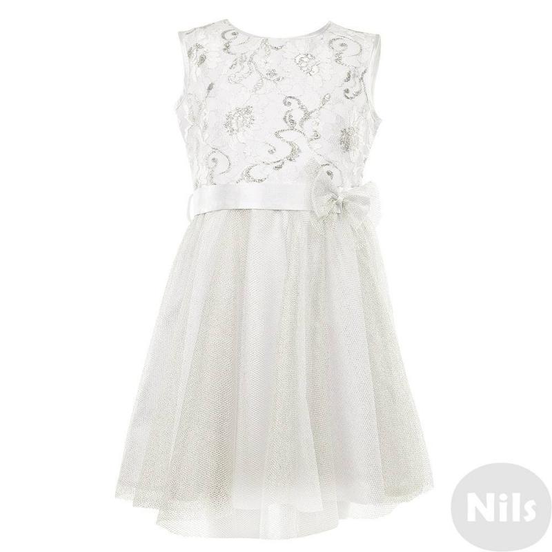 ПлатьеНарядное платьебело-серебристогоцвета марки Сменадля девочек.Платье без рукавов с лифом, украшенным кружевом, и пышной многослойной юбкой,декорированной серебряной сеткой. Платье дополнено хлопковой подкладкой, застегивается на молнию на спинке. Атластный пояс декорирован бантиком.<br><br>Размер: 4 года<br>Цвет: Белый<br>Рост: 104<br>Пол: Для девочки<br>Артикул: 631139<br>Страна производитель: Россия<br>Сезон: Всесезонный<br>Состав: 100% Полиэстер<br>Состав подкладки: 65% Хлопок, 35% Полиэстер<br>Бренд: Россия<br>Вид застежки: Молния